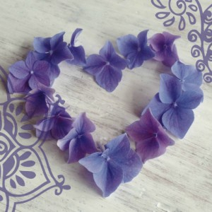 trouwkaart-hart-hortensiabloemen