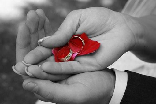 persoonlijke trouwkaart met foto trouwringen
